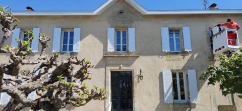 En Gironde pose de volets Kaovia en composite