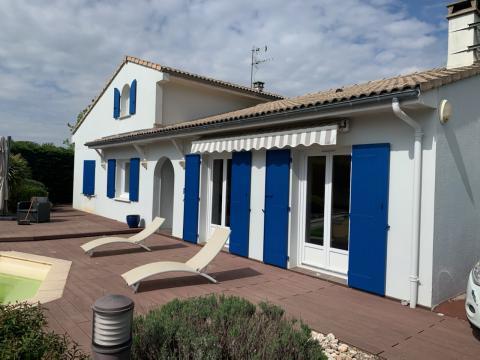 En Gironde dans le Medoc pose de volets Kaovia en composite