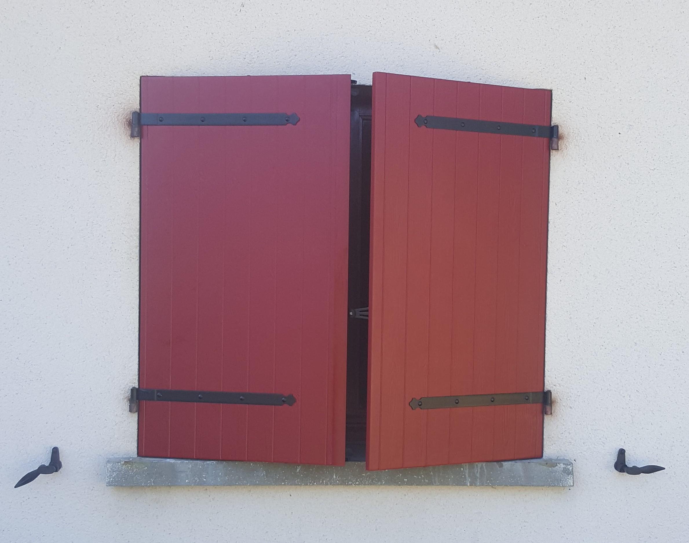 Kaovia - volets aspect bois rouge
