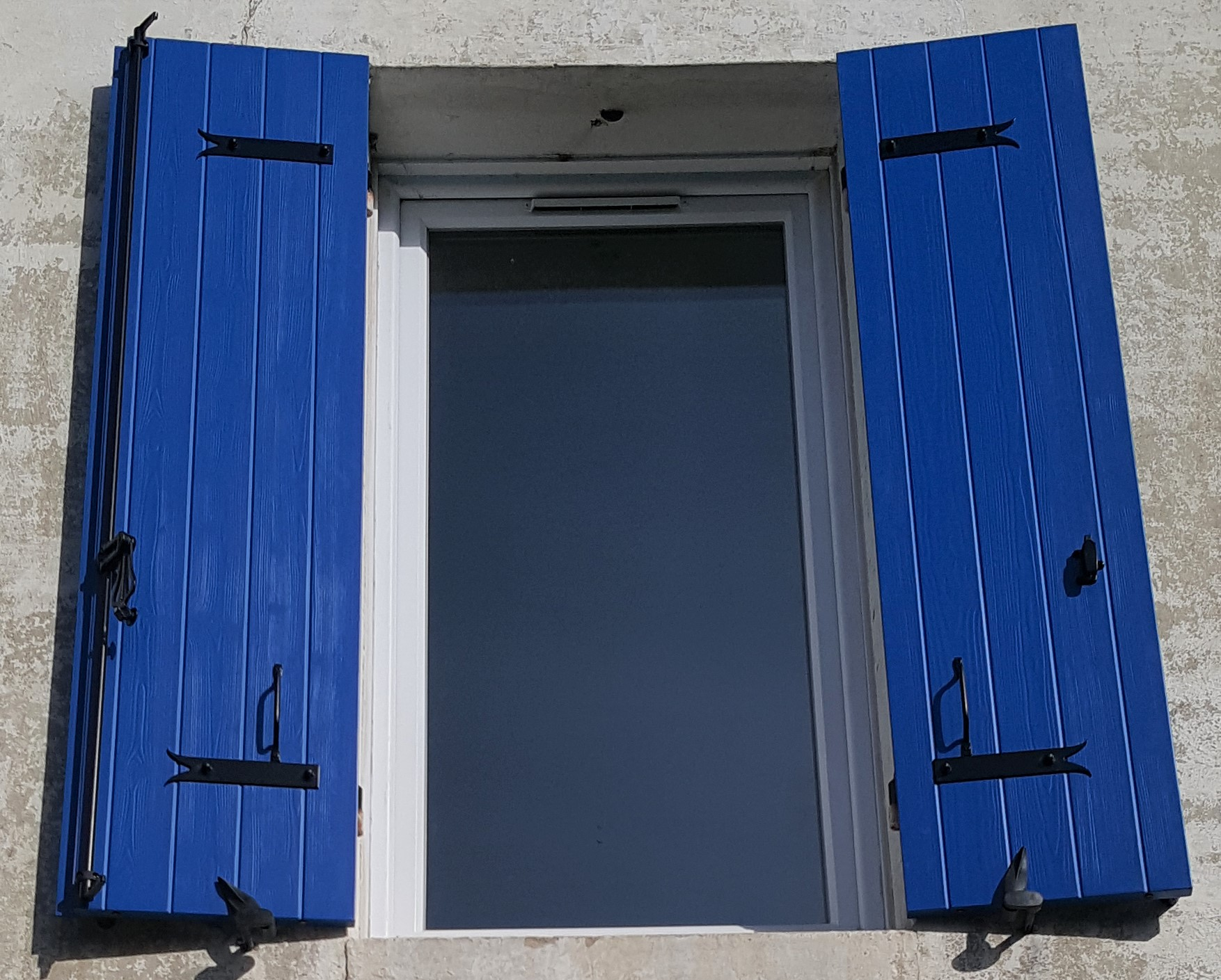 Kaovia - volets aspect bois bleu royal