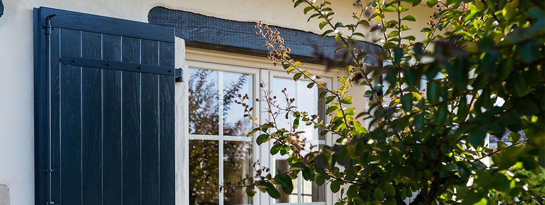 Volets aspect bois - fenêtre
