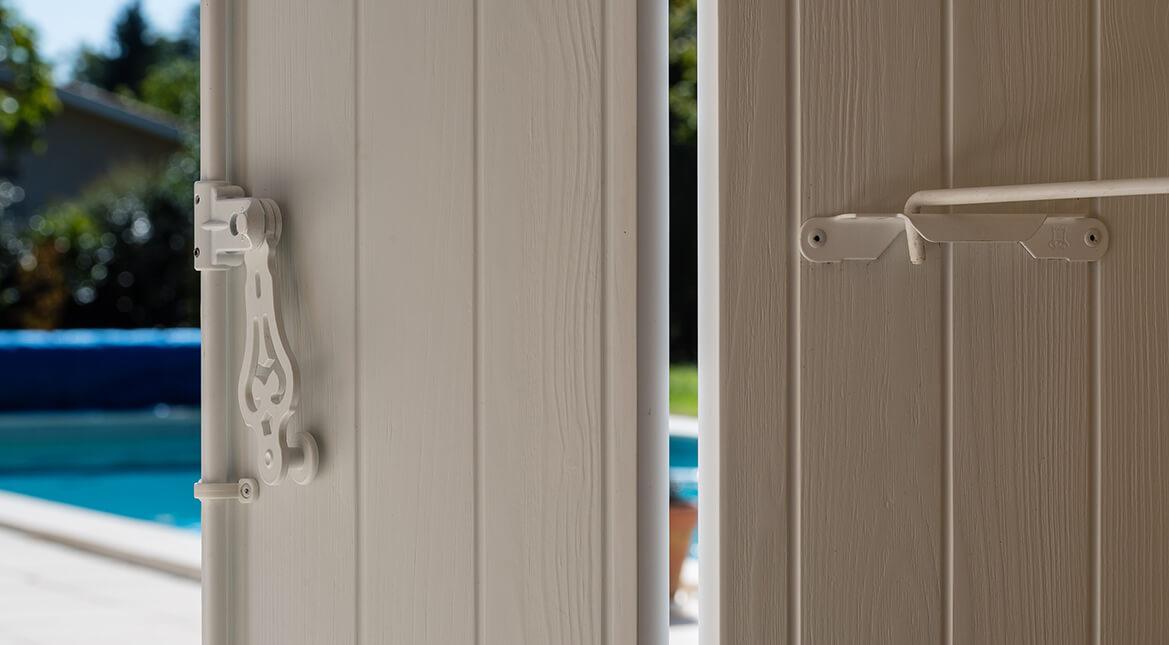 Volets aspect bois blanc